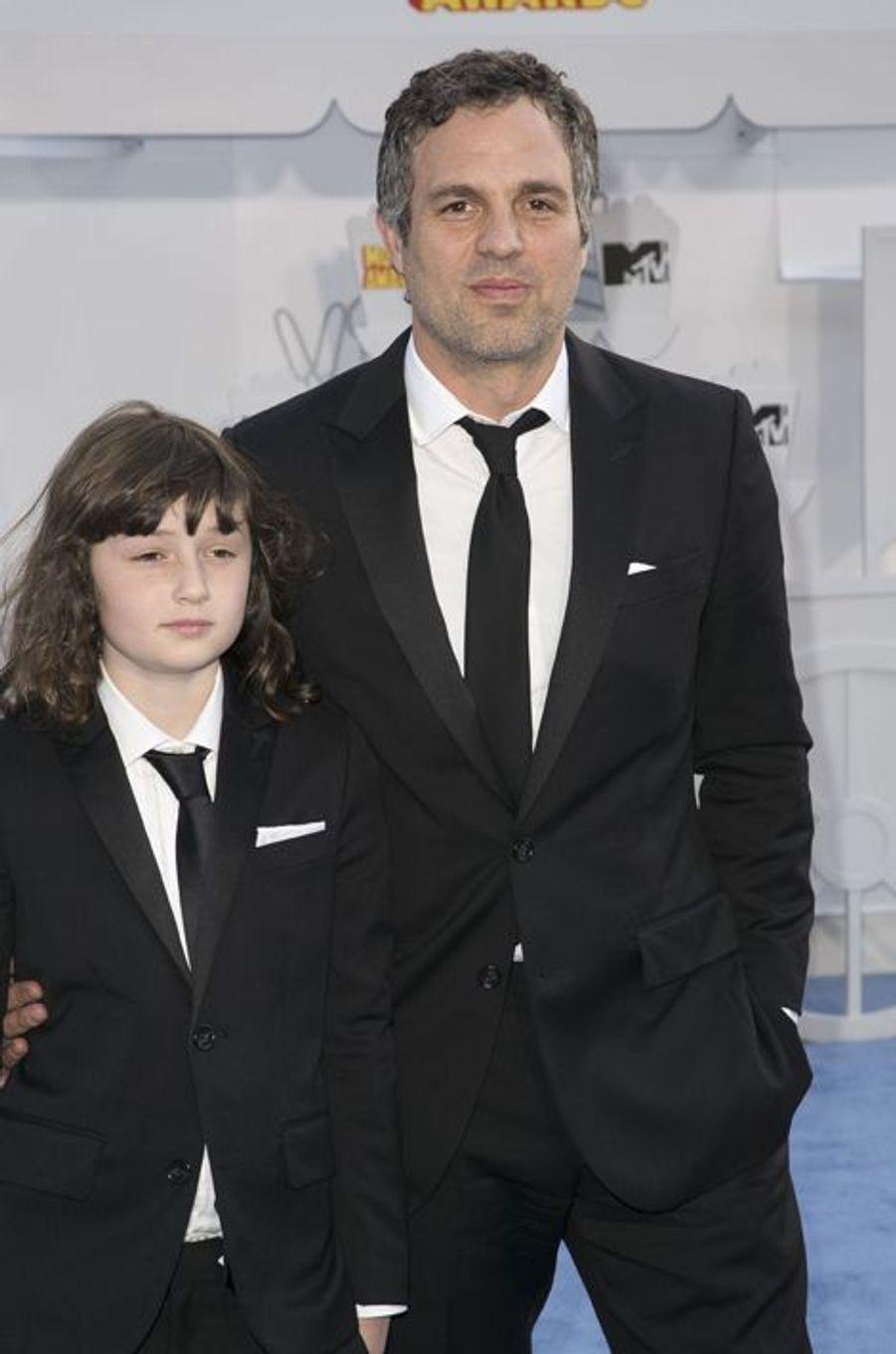 Mark Ruffalo et son fils, Keen, à Los Angeles le 12 avril 2015