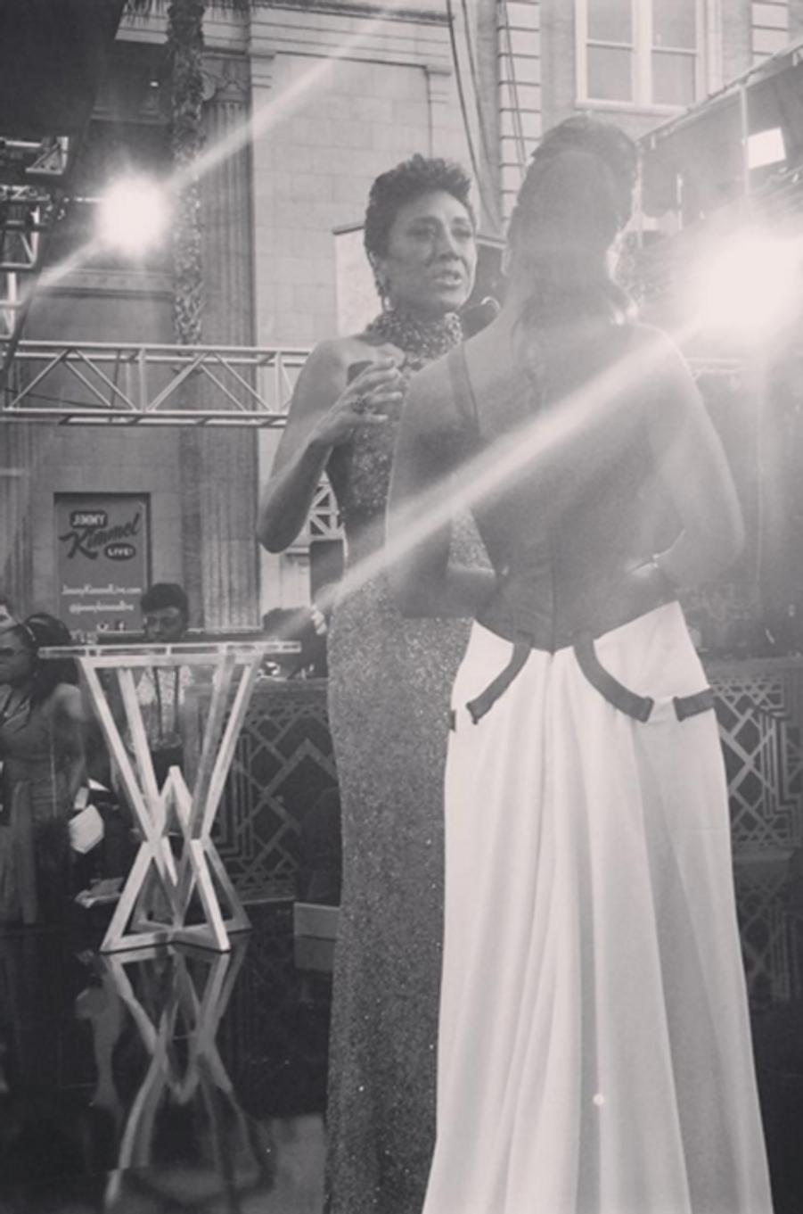 L'actrice Kerry Washington interviewée sur le red carpet