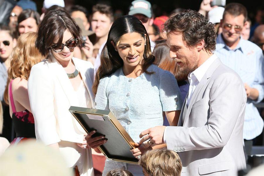 Anne Hathaway, Camilla Alves, Matthew McConaughey à Los Angeles le 17 novembre 2014
