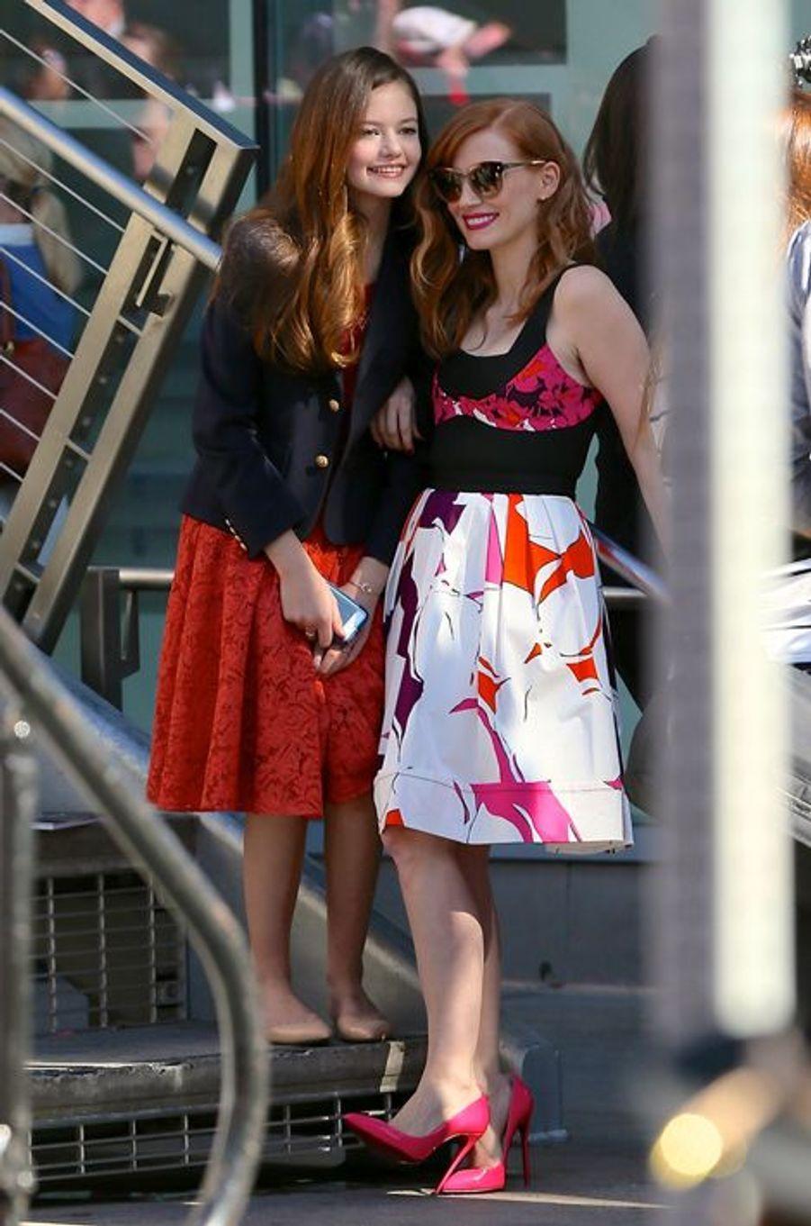 Mackenzie Foy et Jessica Chastain à Los Angeles le 17 novembre 2014