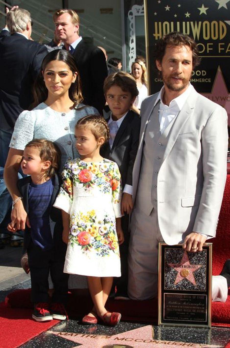 Matthew McConaughey entouré de sa femme, Camilla Alves, et de leurs trois enfants, à Los Angeles le 17 novembre 2014