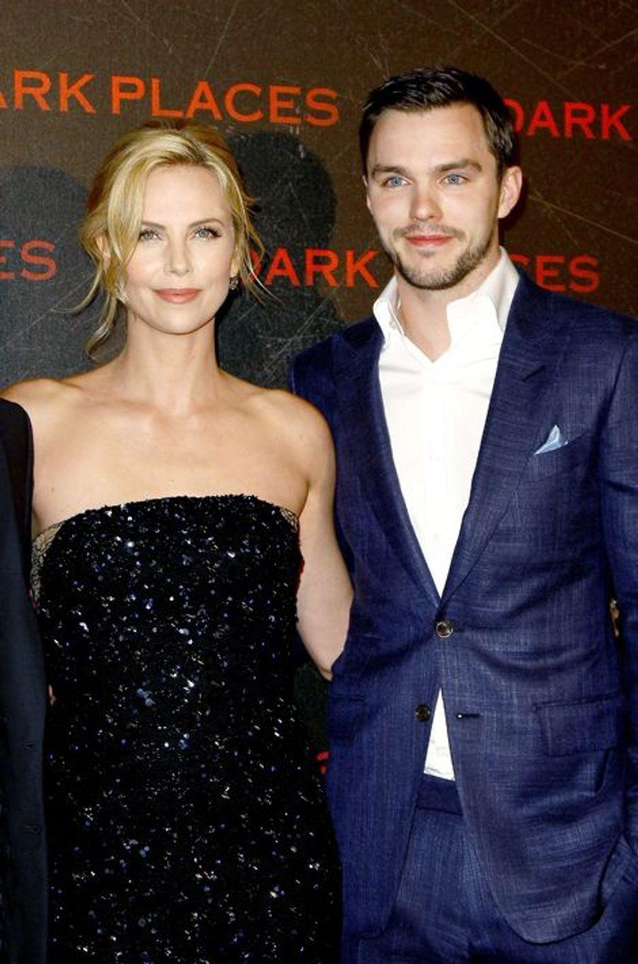 Cette première moitié d'année 2015 s'est révélée particulièrement enrichissante pour la fiancée de Sean Penn, qui a collaboré avec Nicholas Hoult à deux reprises : alors que «Dark Places» est toujours au cinéma, les deux acteurs se retrouveront prochainement à Cannes pour présenter «Mad Max : Fury Road».