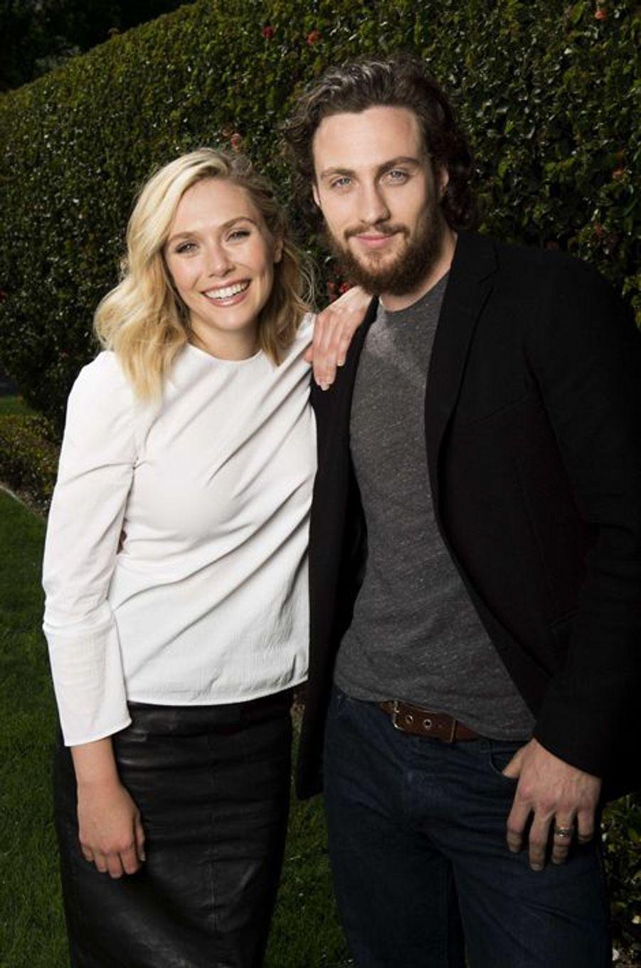 La petite sœur des jumelles Olsen et l'époux de la réalisatrice Sam Taylor-Johnson se sont décidément bien trouvés. Devenus très proches, l'actrice de 26 ans et le comédien de 24 ans ont travaillé ensemble dans «Godzilla» (2014) et sont aujourd'hui à l'affiche de «Avengers : l'Ère d'Ultron», dans lequel ils interprètent les jumeaux Maximoff.