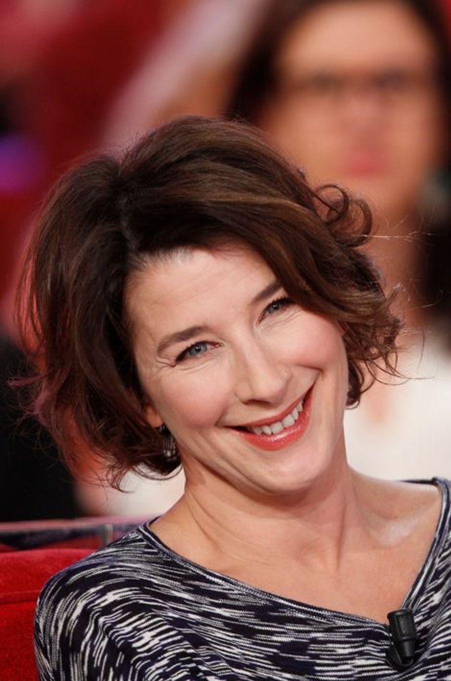 """Isabelle Gelinas lors de l'enregistrement de """"Vivement Dimanche"""" Patrick Chesnais, le 14 janvier 2015"""