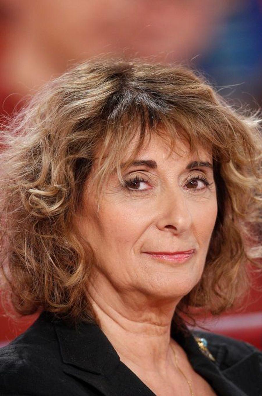 """Josiane Stoléru lors de l'enregistrement de """"Vivement Dimanche"""" Patrick Chesnais, le 14 janvier 2015"""