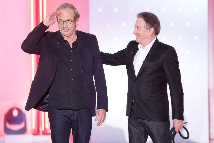 """Patrick Chesnais et Michel Drucker lors de l'enregistrement de """"Vivement Dimanche"""", le 14 janvier 2015"""