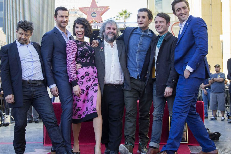 Peter Jackson entouré de Andy Serkis, Richard Armitage, Evangeline Lilly, Orlando Bloom, Elijah Wood et Lee Pace