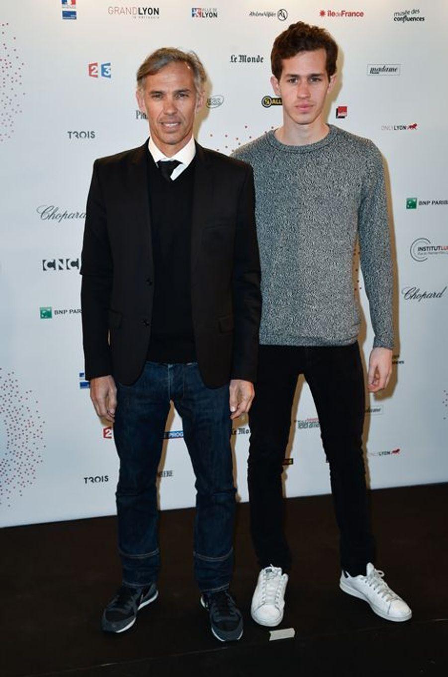 Paul Belmondo et son fils, Alessandro, à Paris le 26 mars 2015