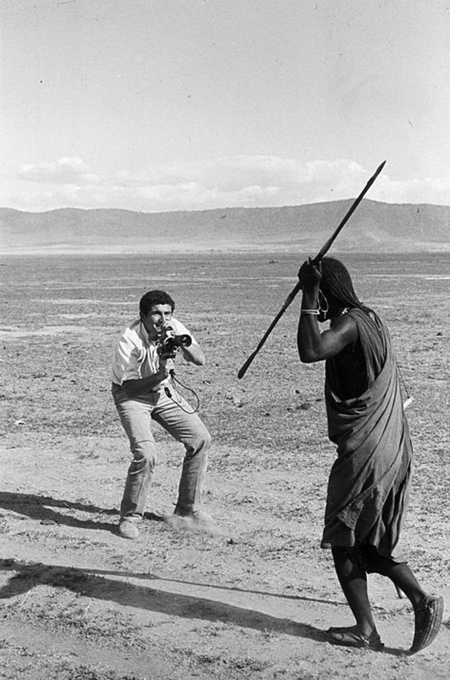 """Après le succès mondial de """"Un homme et une femme"""", Claude profite d'un séjour dans la nature pour tourner quelques scènes, avril 1967"""