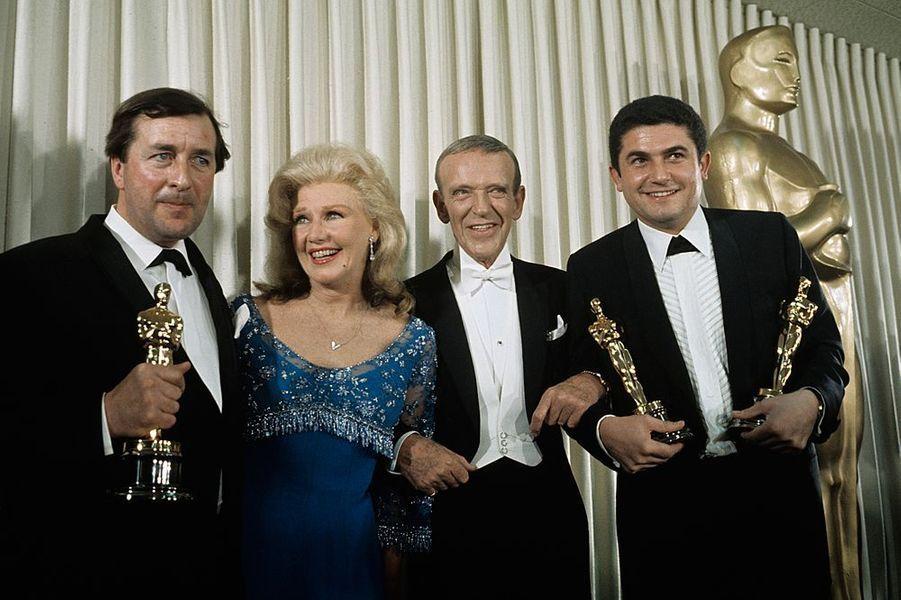 Claude Lelouch à la cérémonie des Oscars 1967 avec Robert Bolt et Ginger Rogers
