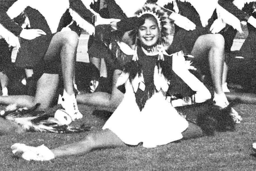 Découvrez le nom de cette star en surlignant le texte ci-après: =><font color=black><b>Teri Hatcher, pompom girl en 1982.</font></b><=<br><br><br>