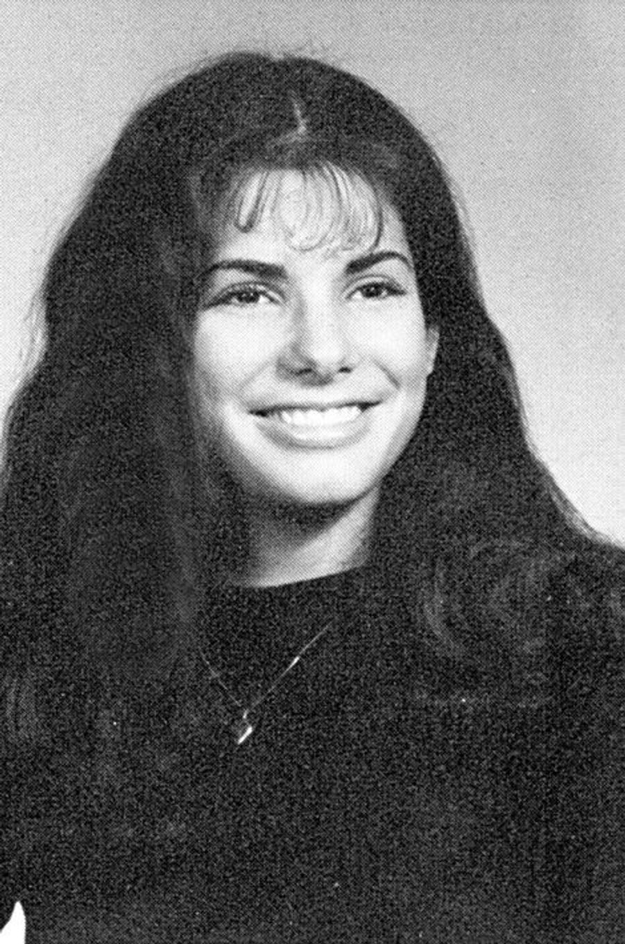 Découvrez le nom de cette star en surlignant le texte ci-après: =><font color=black><b>Sandra Bullock en 1982.</font></b><=<br><br><br>