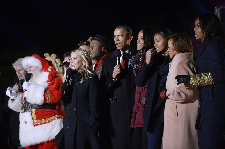 Avec le clan Obama, Reese Witherspoon allume le sapin de Noël de la Maison Blanche, le 3 décembre 2015