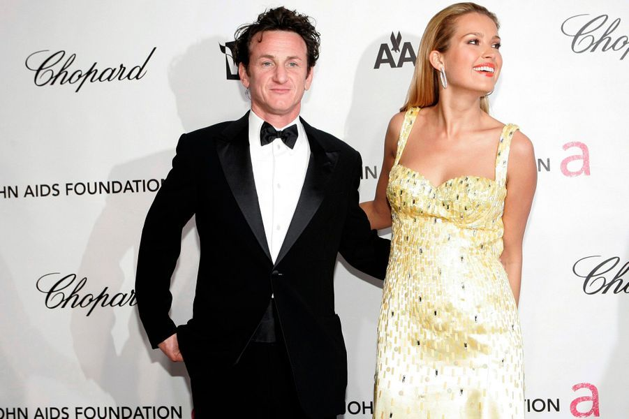Toujours marié avec Robin Wright, Sean Penn s'affichait publiquement en 2008 avec le mannequin tchèquePetra Nemcova, lors d'une soirée au domicile d'Elton John. Robin Wright demande alors une première fois le divorce avant de se rétracter. Petra Nemcova et Sean Penn se recroiseront en 2012, une fois l'acteur divorcé.