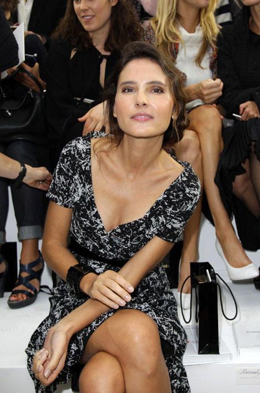 Glamour au défilé Chanel preintemps-été 2014 à Paris, le 1er octobre 2013