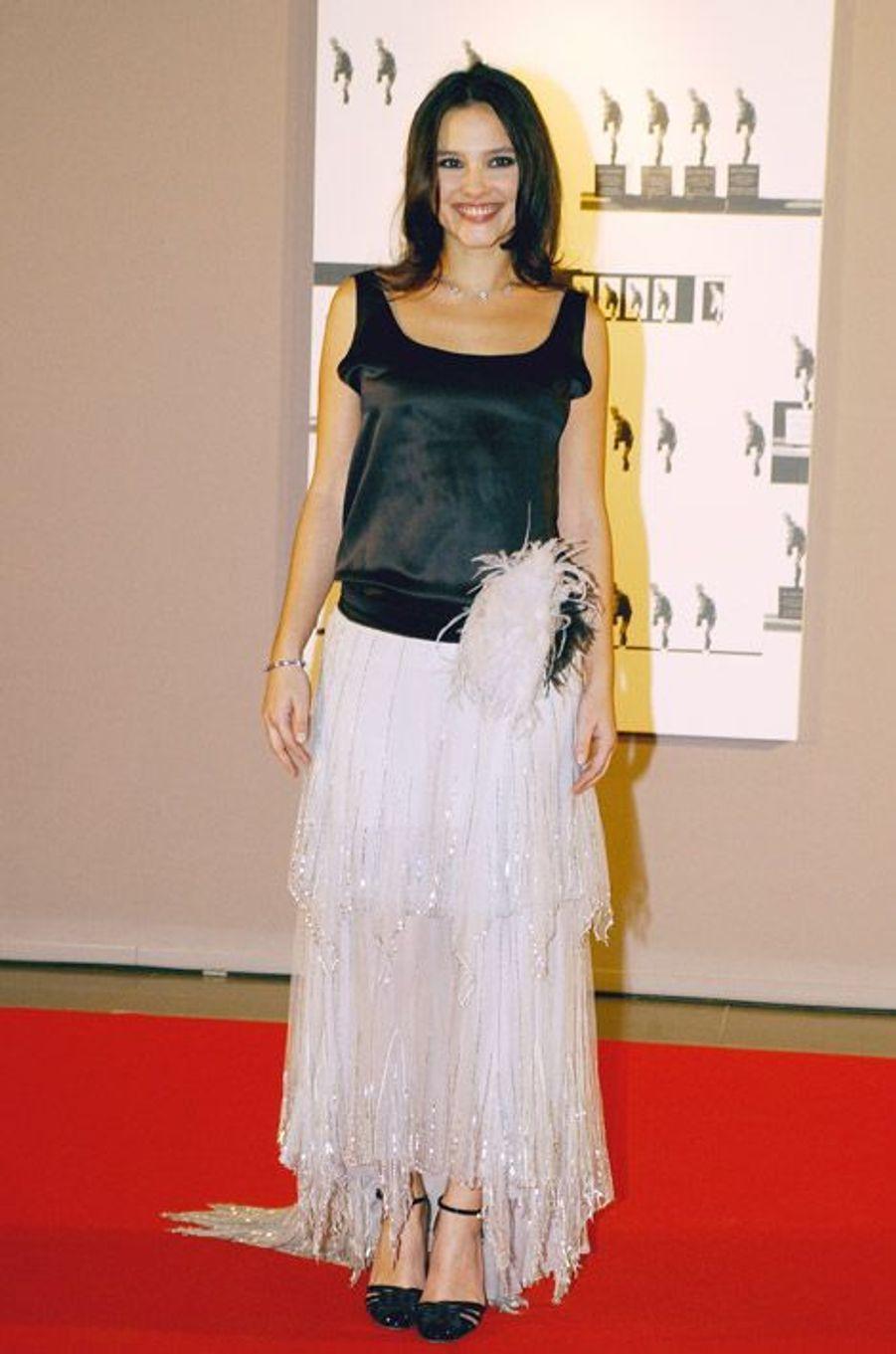 Rétro dans sa robe années folles pour une soirée à Monaco, le 18 décembre 2004