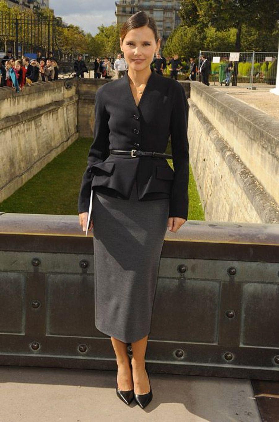 Ultra chic en Dior pour le défilé de la griffe, le 28 septembre 2012 à Paris