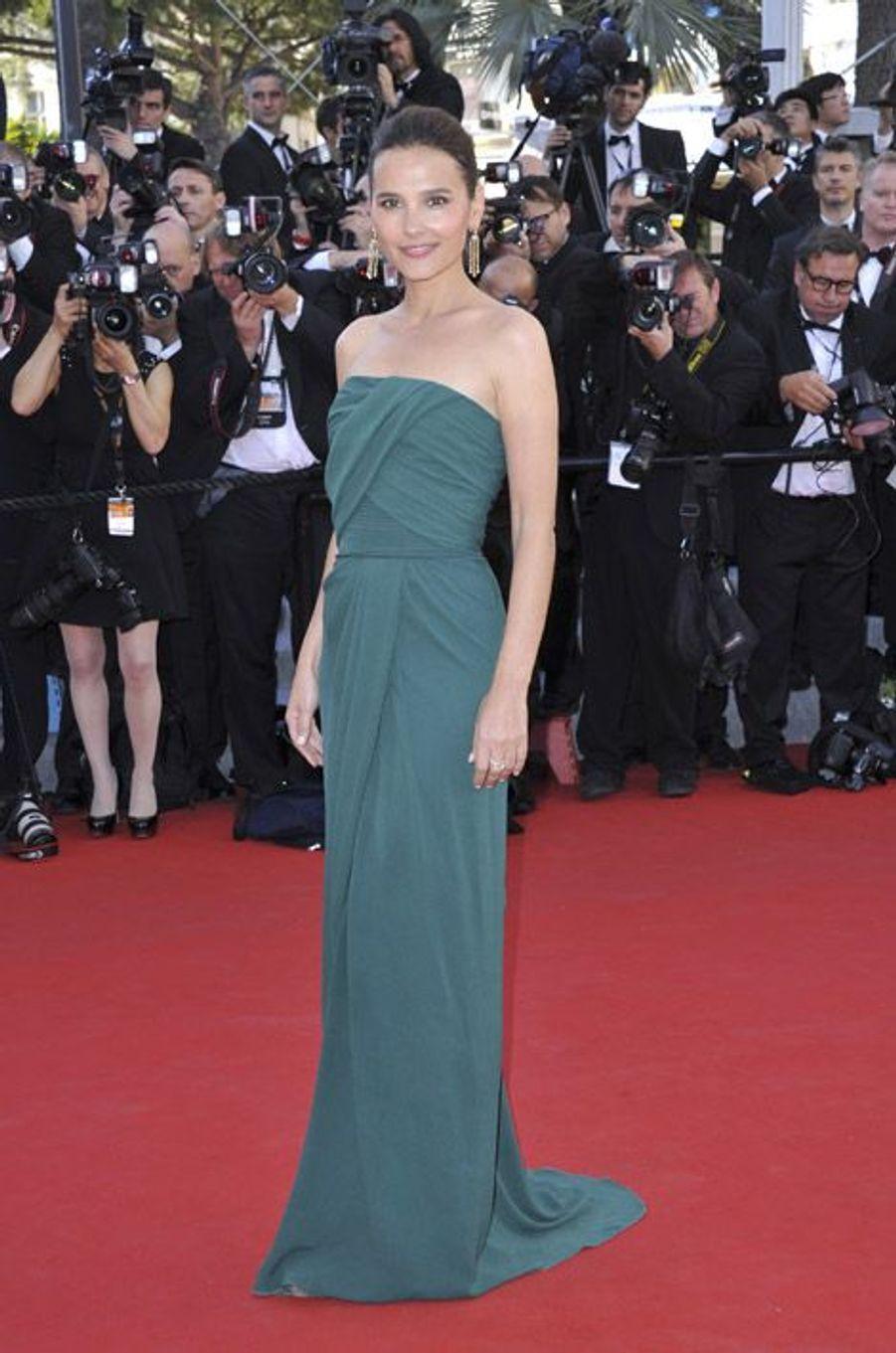 UN busiter et une robe drappés pour la cérémonie d'ouverture du festival de Cannes en 2012