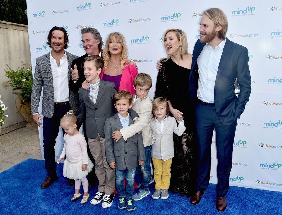 Oliver Hudson, Kurt Russell, Goldie Hawn, Wyatt Russell et Kate Hudson avec les petits-enfants Ryder Robinson, Wilder Hudson, Bodhi Hudson, Rio Hudson et Bingham Bellamy.