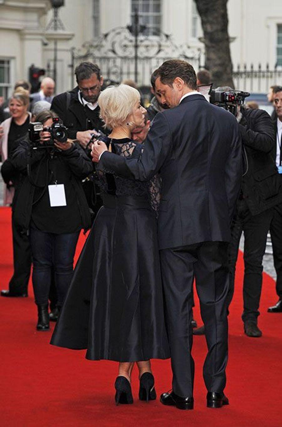 Helen Mirren et Colin Firth tout sourires à Londres, le 11 avril 2016