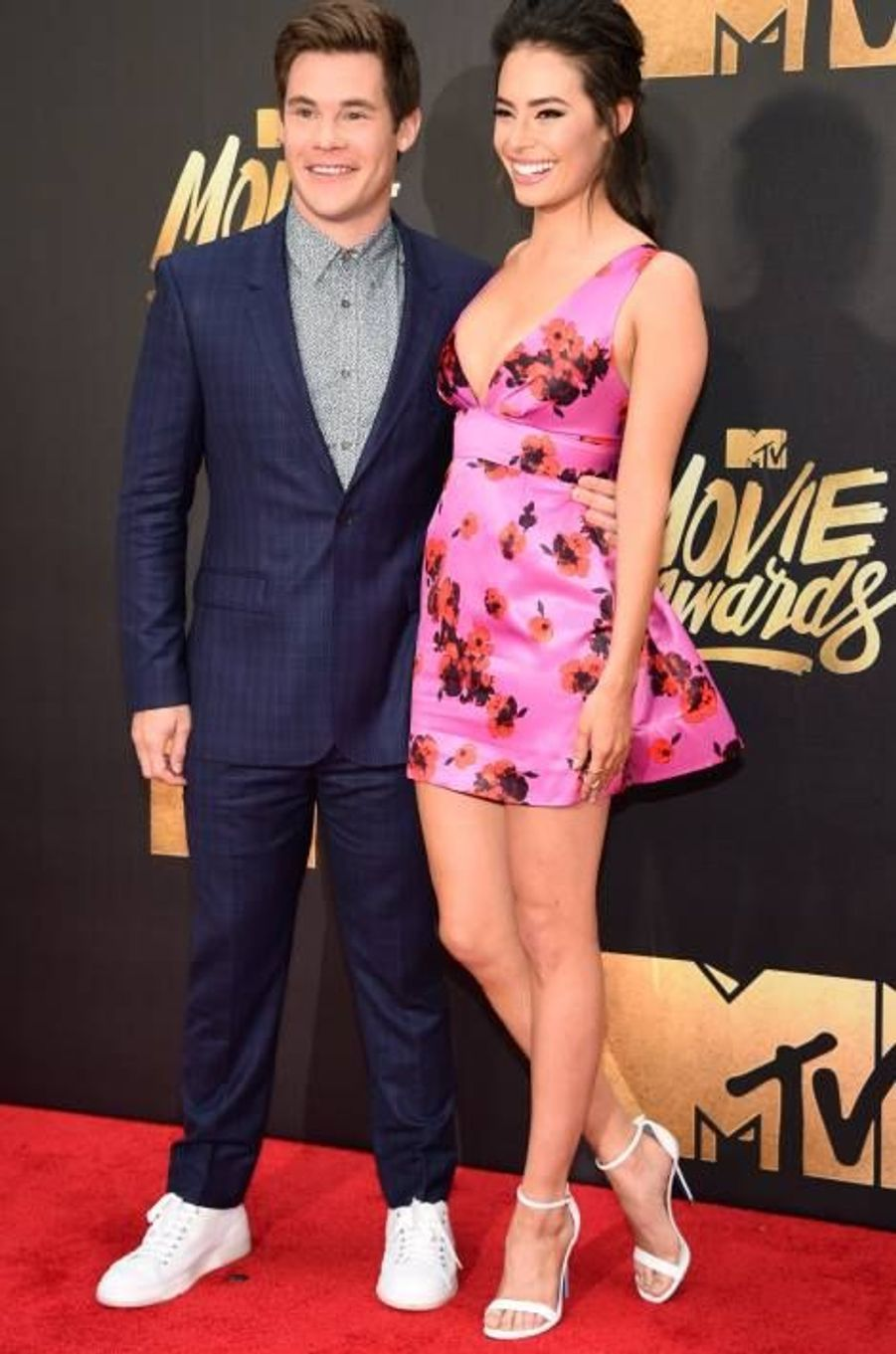 Adam Devine et Chloe Bridge