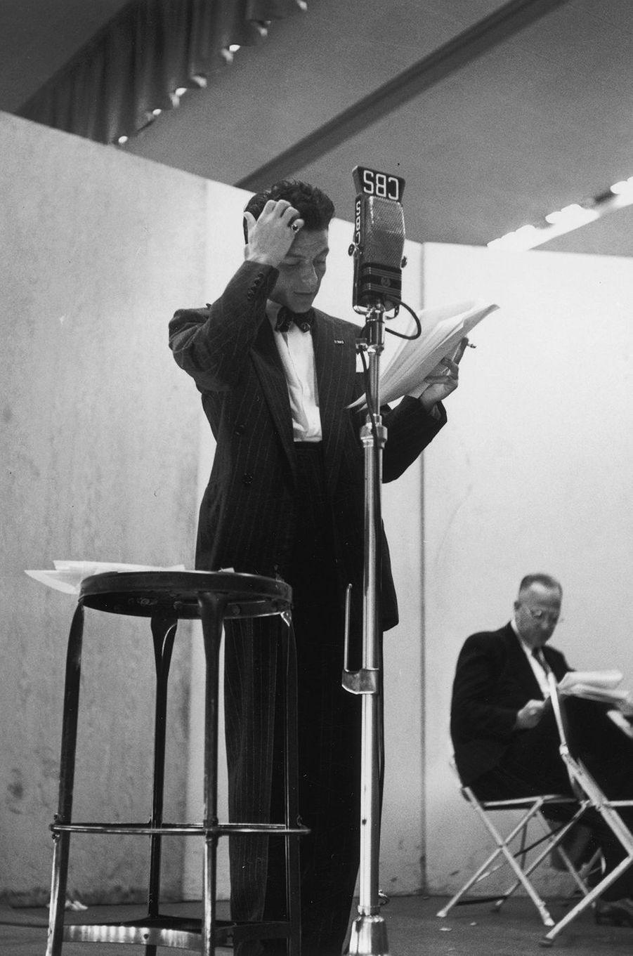 Frank Sinatra en studio en 1945