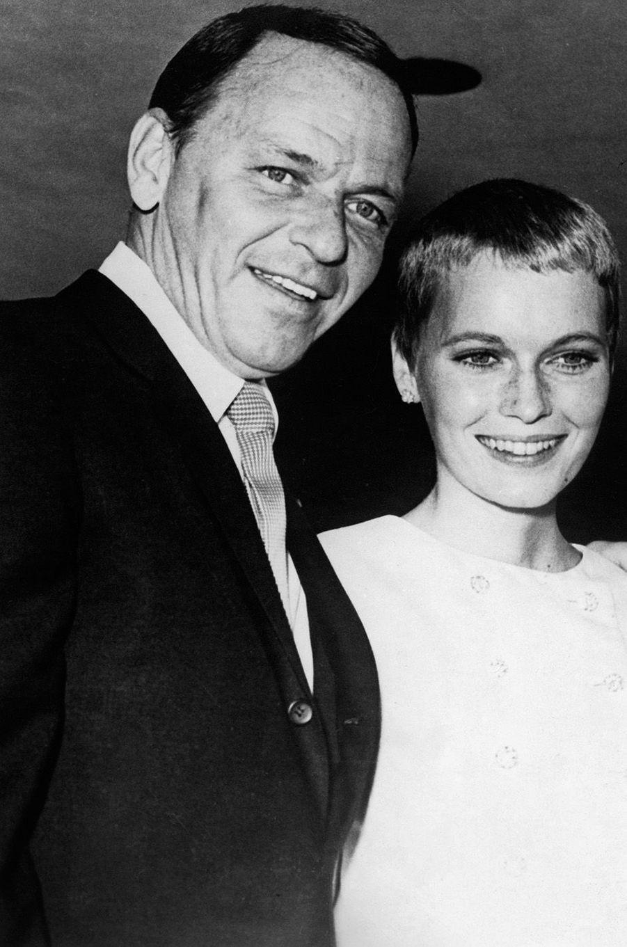 Frank Sinatra et Mia Farrow lors de leur mariage à Vegas, 1966
