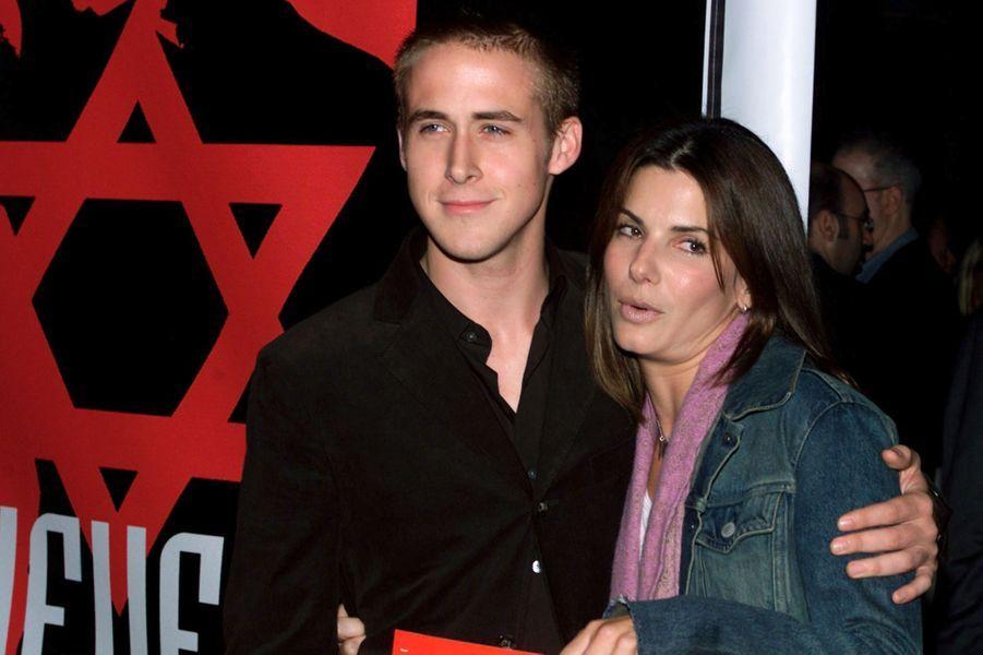Ryan Gosling avec l'actrice Sandra Bullock en 2001