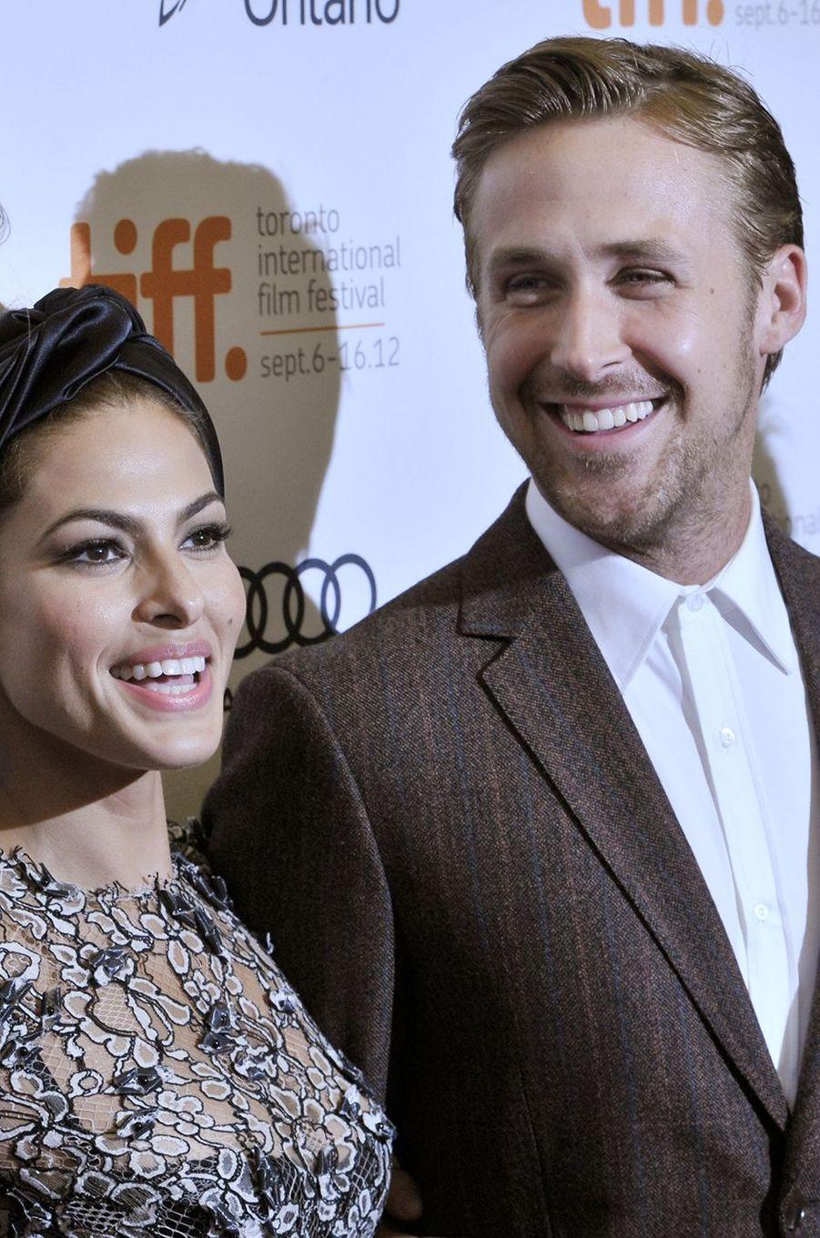 """Ryan Gosling avec son épouse Eva Mendes pour présenter """"The Place Beyond the Pines"""", 2012"""