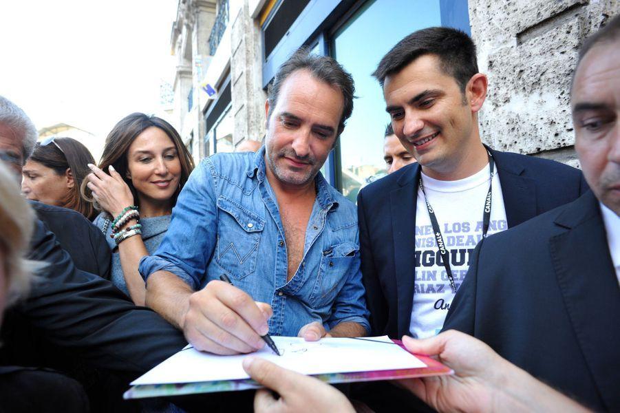 Hier, Jean Dujardin inaugurait une rue à son nom à Angoulême avec l'équipe de «Un + Une».