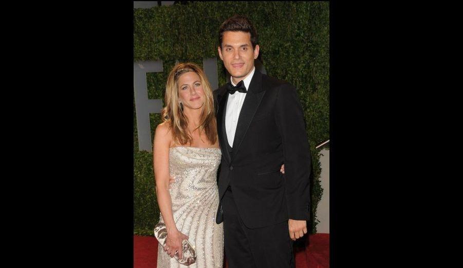 Jennifer Aniston a rencontré John Mayer à la cérémonie des Oscars en 2008. L'actrice et le musicien ont connu une relation tumultueuse faite de ruptures et de réconciliations pendant plus d'un an.