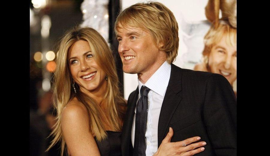 """Owen Wilson et Jennifer Aniston ont partagé l'affiche de """"Marley et moi"""", de David Frankel sorti le 4 mars 2009. Très proches durant la promotion, la rumeur les dira ensemble. Mais s'agissait-il d'un couple promotionnel ou d'une vraie histoire? Eux seuls le savent."""