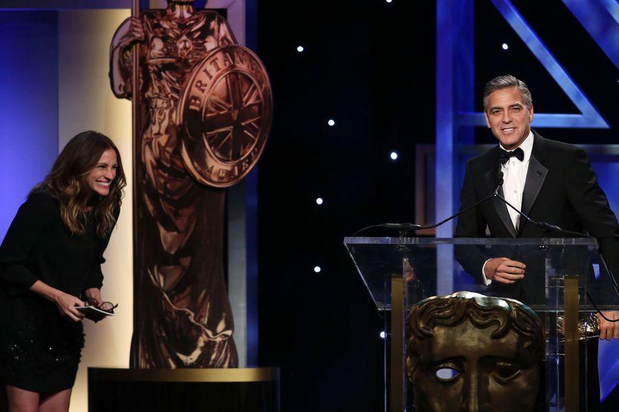 Julia Roberts et George Clooney à la cérémonie des BAFTA 2013