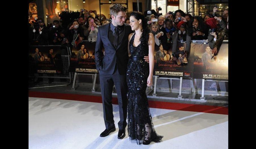 Les acteurs à l'avant-première britannique de Twilight: Breaking Dawn, au Westfield Stratford City de Londres, le 16 novembre 2011.