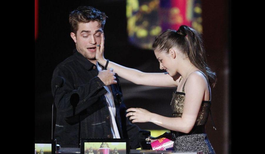 L'année suivante, ils ont à nouveau reçu le trophée du Meilleur baiser aux MTV Movie Awards.
