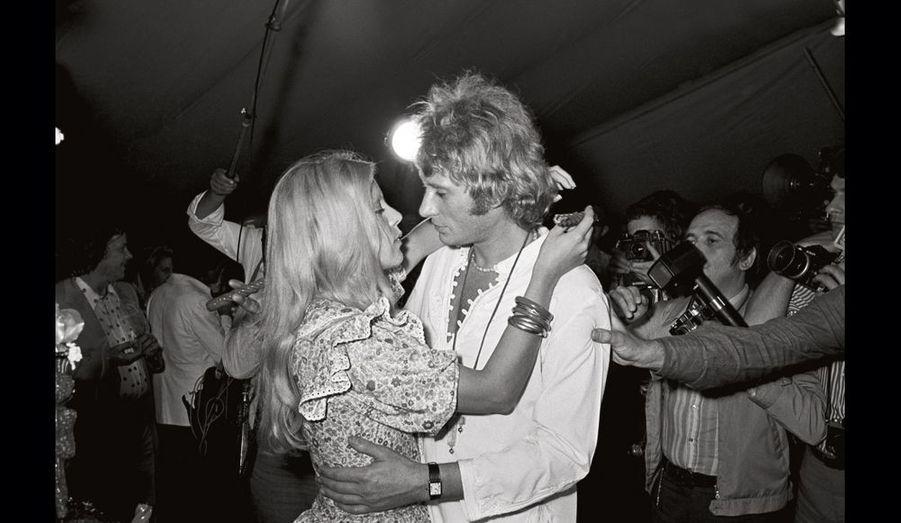 Le couple star s'est dit «oui» le 12 avril 1965, dans la petite église de Loconville, dans l'Oise, où elle avait été baptisée. Leur fils David naît le 14 août 1966. Les stars divorcent le 5 novembre 1980.