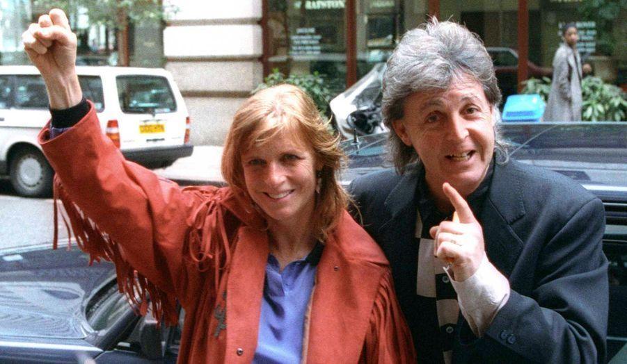 Le musicien s'est marié à 27 ans avec Linda Eastman, décédée d'un cancer du sein en 1998. Le couple a eu trois enfants: Mary (43 ans), Stella (la créatrice, âgée de 41 ans) et James (35 ans).