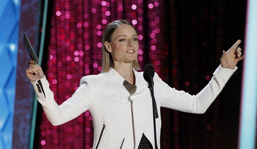 Une Jodie Foster rayonnante a remis la récompense du film de l'année à «Twilight: Chapitre 4 - Révélation, 1ère partie».