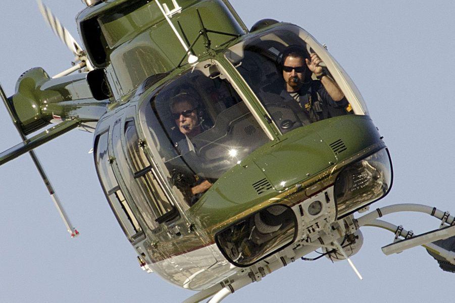Harrison Ford à bord de son Hélicoptère Bell