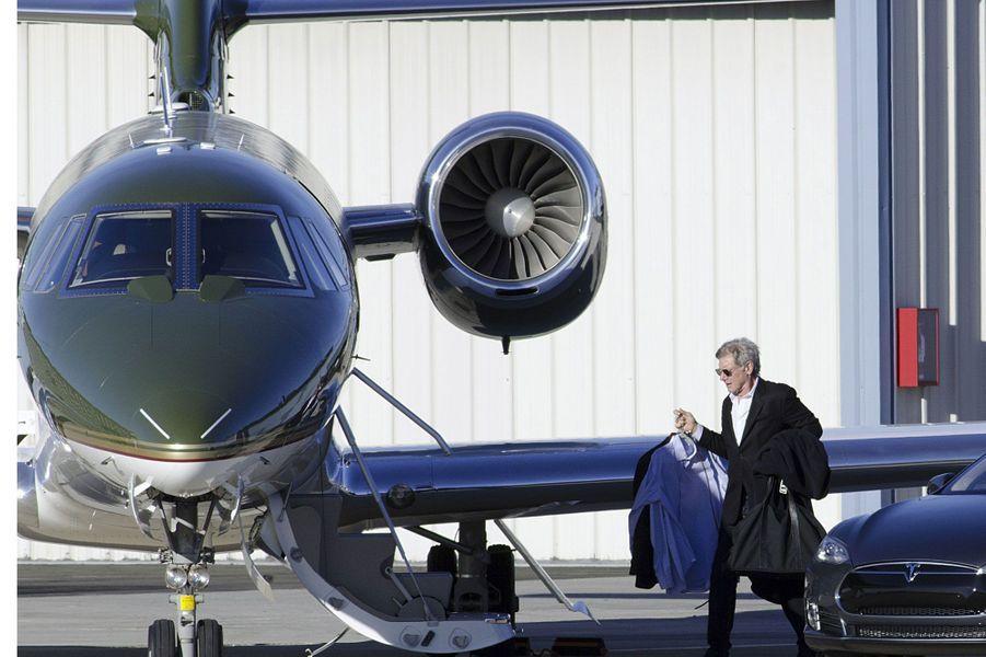 Harrison Ford monte à bord de son avion privé