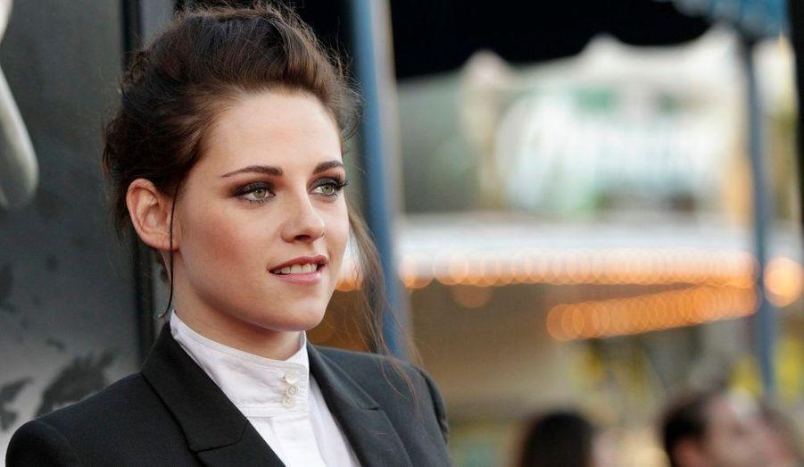 """Malgré son jeune âge (22 ans), Kristen Stewart a gagné plus que toutes les autres actrices entre mai 2011 et mai 2012, à savoir 34,5 millions de dollars (soit plus de 27 millions d'euros). Une fortune qu'elle doit bien sûr à son rôle de Bella dans """"Twilight"""", mais aussi à celui de Blanche-Neige. Elle est suivie par Cameron Diaz, Sandra Bullock et Angelina Jolie. Découvrez le top 10 en images."""