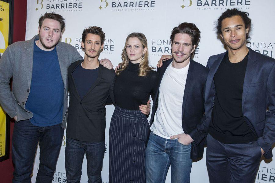 """L'équipe du film """"Five"""" : Igor Gotesman, Pierre Niney, Margot Bancilhon, François Civil et Idrissa Hanrot, à Paris le 14 mars 2016"""
