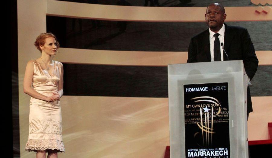 L'actrice de «The Tree of Life» a remis à l'acteur un trophée pour l'ensemble de sa carrière.