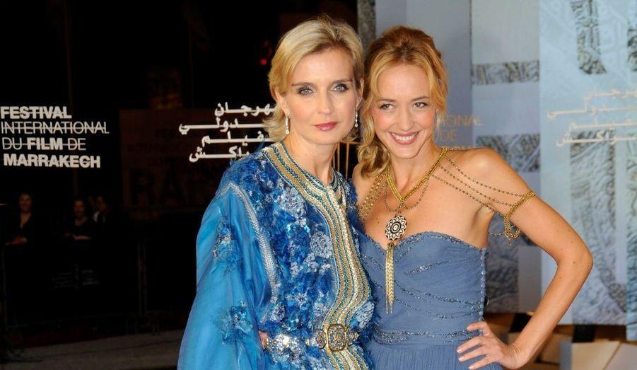 Pour sa onzième édition, le Festival du film international de Marrakech bat le plein. Acteurs, réalisateurs, tous se pressent au Maroc. Retour en images sur les prestigieux tapis rouges de ce festival qui se clôt aujourd'hui. La présidente du festival pose avec son amie, le 3 décembre.