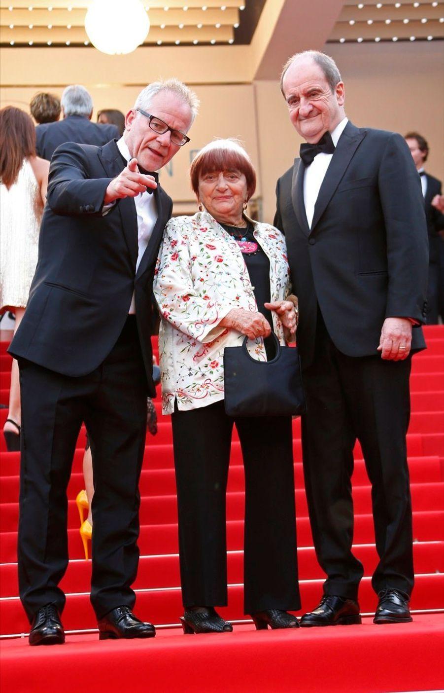 Agnès Varda entourée de Thierry Fremaux et Pierre Lescure