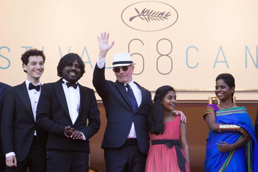 """Jacques Audiard et l'équipe de son film """"Dheepan"""" : Anthonythasan Jesuthasan, Claudine Vinasithamby, Kalieaswari Srinivasan, Vincent Rottiers et Ma..."""