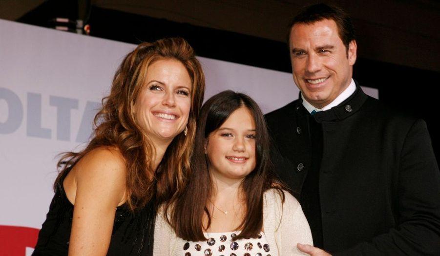 John Travolta, sa femme Kelly Preston et leur fille Ella Bleu, à la première du dernier film de l'acteur, Old Dogs (traduit Papy-Sitter), également vec Robin Williams.