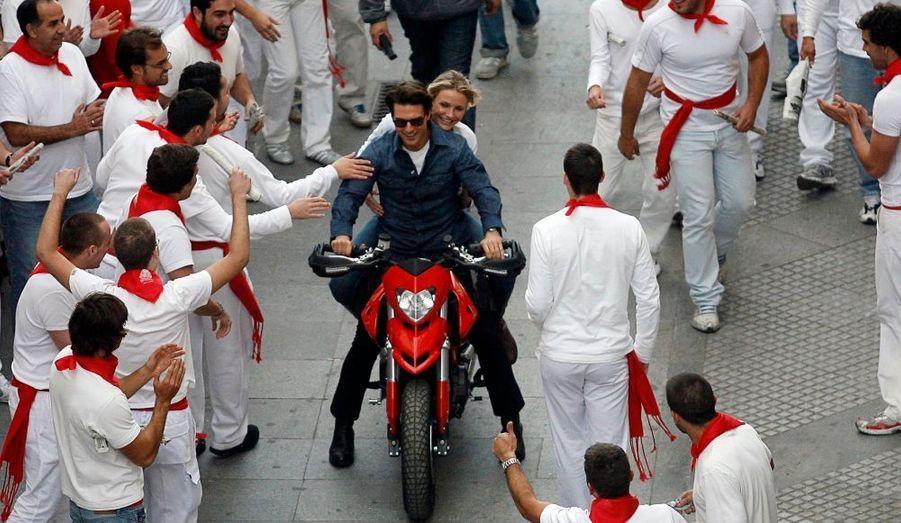 Cameron Diaz et Tom Cruise chevauchent une moto dans les rues de Cadix pour les besoins du film Knight and Day de James Mangold.