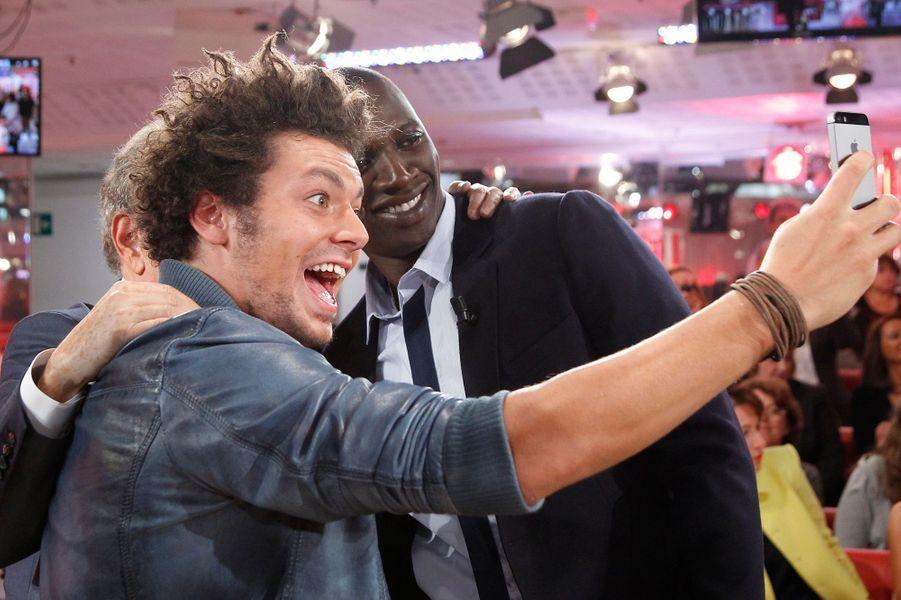 Kev Adams et Omar Sy lors de l'enregistrement de «Vivement Dimanche» à Paris, le 1er octobre 2014