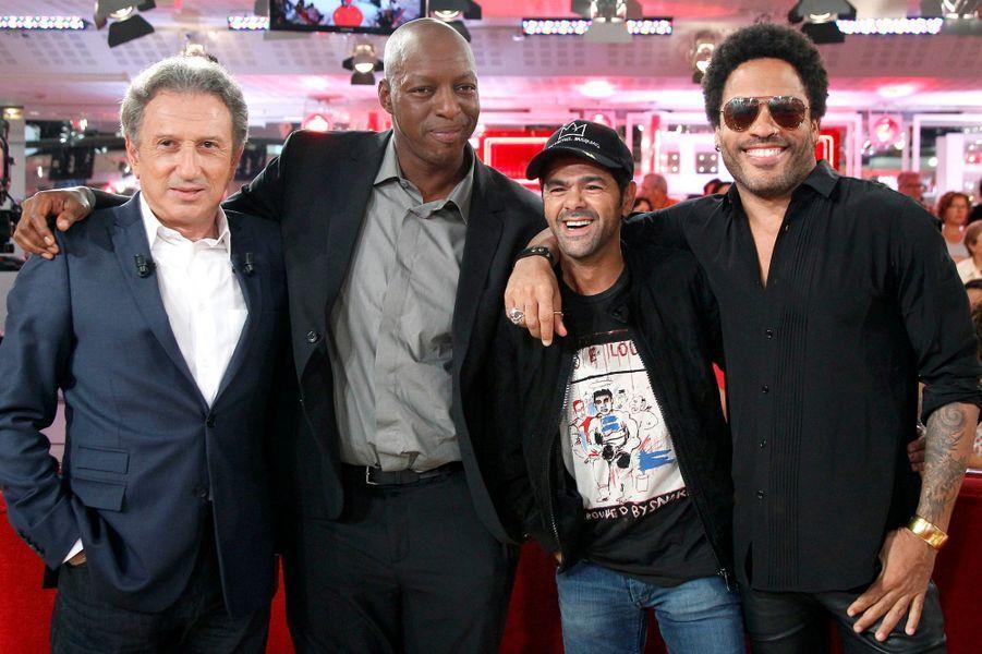Michel Drucker, Omar Sy, Jamel Debbouze et Lenny Kravitz lors de l'enregistrement de «Vivement Dimanche» à Paris, le 1er octobre 2014